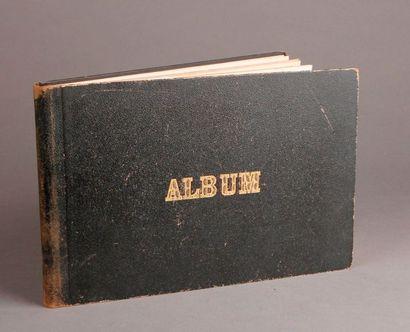 ALBUM contenant 79 dessins collés au crayon et à la plume d'un dessinateur non identifié...