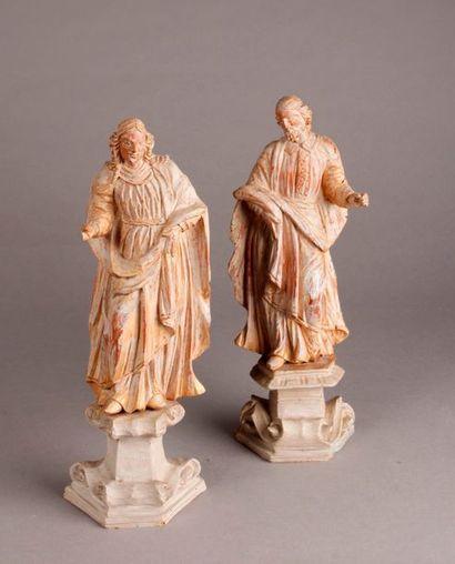 PAIRE DE SAINTS en tilleul sculpté partiellement doré avec socles peints en gris....