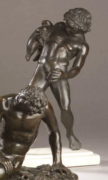 D'après l'Antique Faune tenant une outre Epreuve en bronze à patine brune avec un...