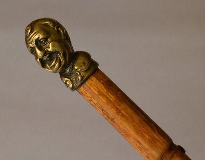 Canne de défense à pommeau en bronze, représentant...