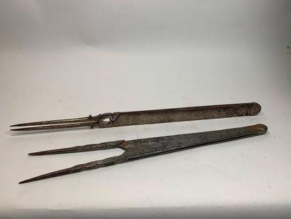 Deux compas d'épure en fer forgé dont un...