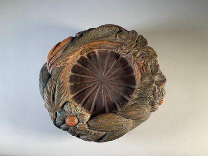 Vide-poche en bois polychrome sculpté de...