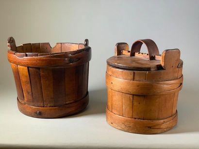 Deux seilles en douelles cerclées de bois,...