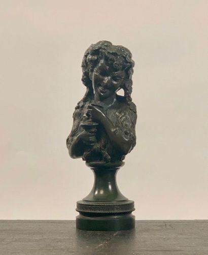 Buste de Bacchus sur un socle en bronze....