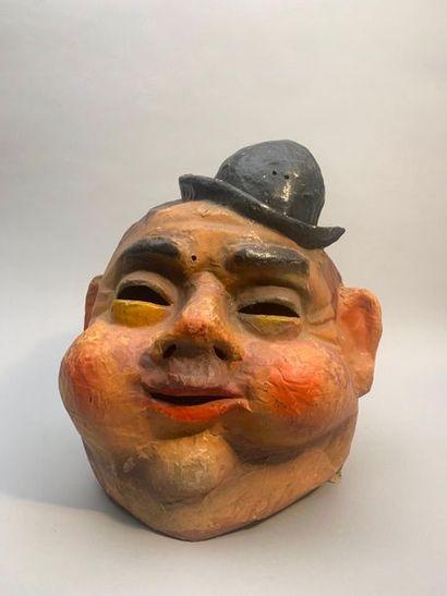 Masque représentant Olivier Hardy, France.  Haut. 40 cm