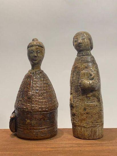Deux statuettes en grès salé, l'une figurant...