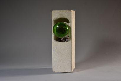 LAMPE quadrangulaire en béton. Années 1960....