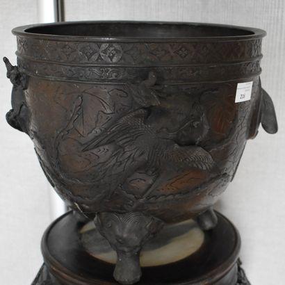 CACHE-POT bronze Extrême-Orient. Cachet.