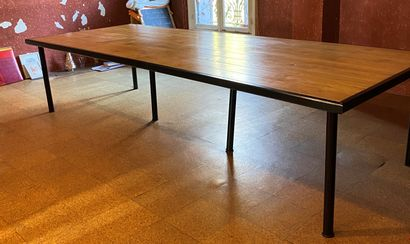 GRANDE TABLE RECTANGULAIRE avec un plateau...