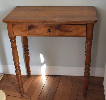 PETITE TABLE en bois naturel. XIXe siècle....