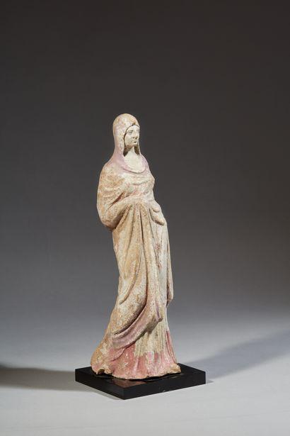 Statuette votive représentant une jeune...