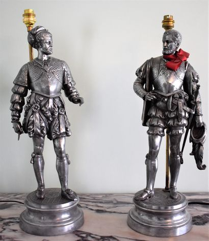 DEUX STATUETTES de personnages de la Renaissance...