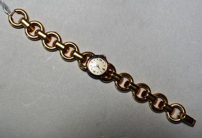 MONTRE BRACELET de dame en or à motif d'anneaux....