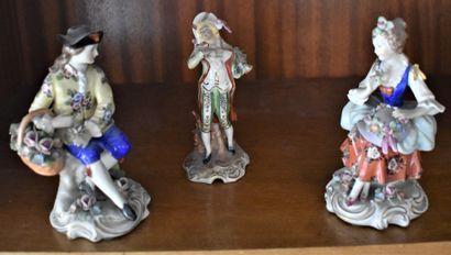 SAXE : TROIS STATUETTES en porcelaine polychrome...