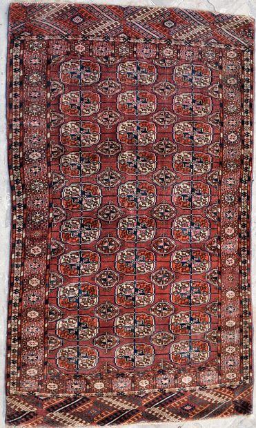 TAPIS. Long. 175 - Larg. 105 cm (Petites...
