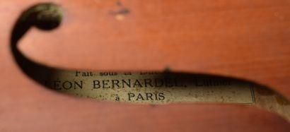 VIOLON Léon Bernadel (Long. 60,5 cm) dans son étui.  JOINT : UN ARCHET.  Lot délivré...
