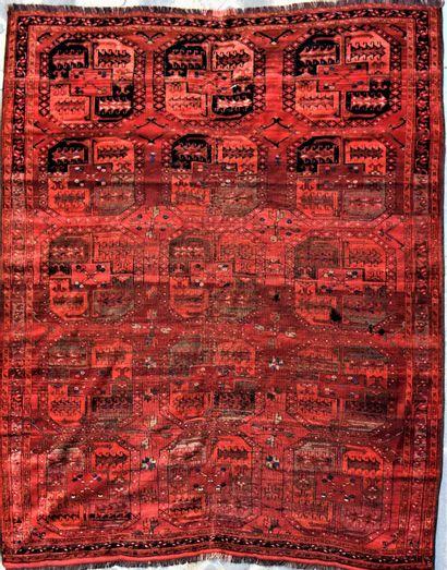 TAPIS. Long. 280 - Larg. 235 cm (Taches)...