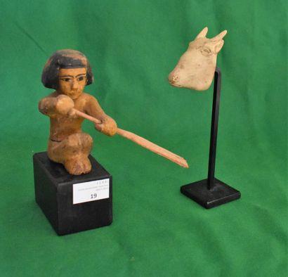 STATUETTE de rameur en bois, style égyptien...