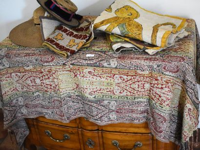 LOT DE BRODERIES indiennes ou tissus africains....