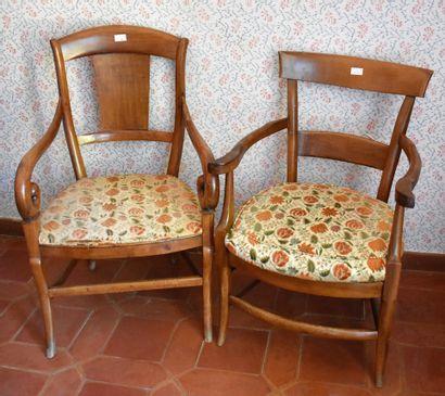 DEUX FAUTEUILS rustiques en bois fruitier....
