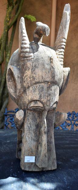 MASQUE africain en bois. Haut. 68 cm