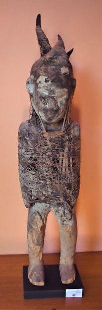 SCULPTURE de personnage en bois et fibres...