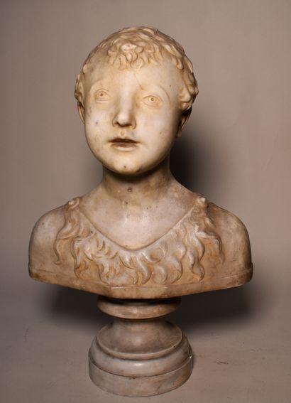 BUSTE d'enfant en marbre sur piédouche. Haut....