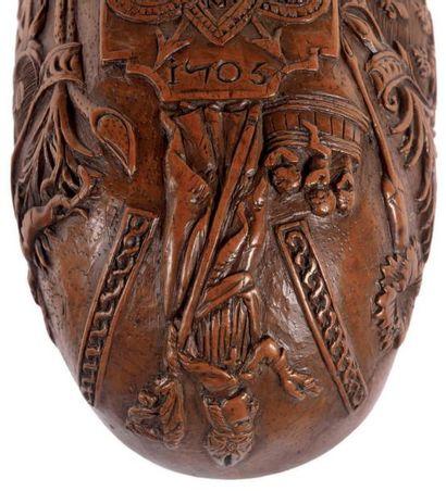 Exceptionnelle coupe de chasse en forme de navette, en buis sculpté en épargne sur...