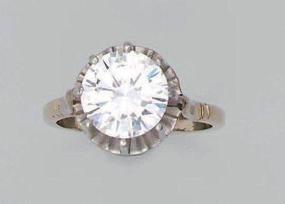 Bague en platine et or gris sertie d'un diamant...