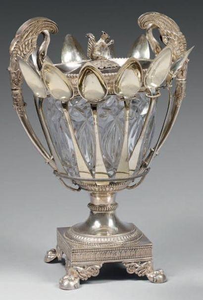 Confiturier ovoïde à deux anses en cristal...