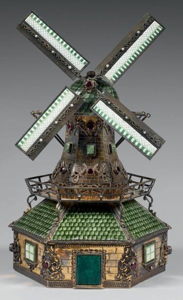 Moulin en vermeil et émail, orné de grenats,...