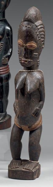 Statuette féminine. Bois noirci, cache sexe...