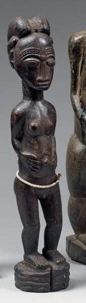 Statuette masculine. Bois noirci, ceinture...