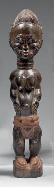 Statuette féminine du type colon. Bois noirci,...