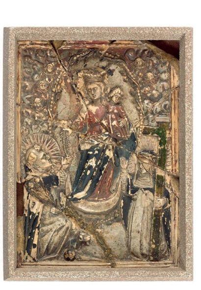 Bas-relief en albâtre avec traces de polychromie....