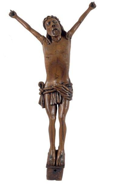 Grand Christ en croix en buis, les pieds...