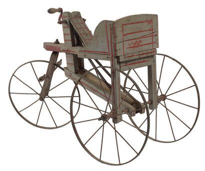Tricycle d'enfant à caisse en bois relevée...