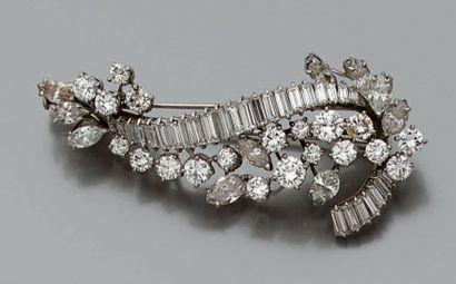 Clip de corsage en platine (950) et or gris...