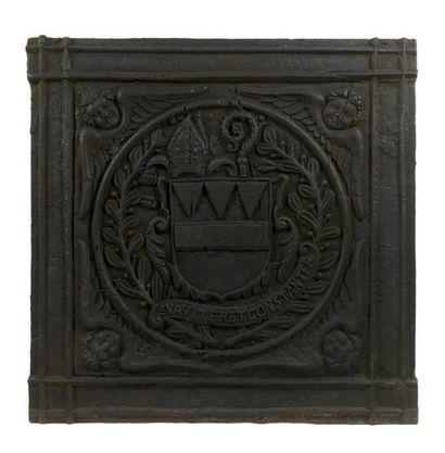 Plaque de cheminée armoriée en fonte de fer....