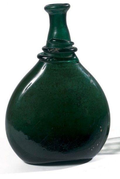 Bouteille en verre vert, soufflé, moulé,...
