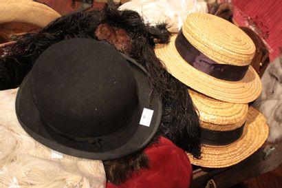 Lot de chapeaux d'homme