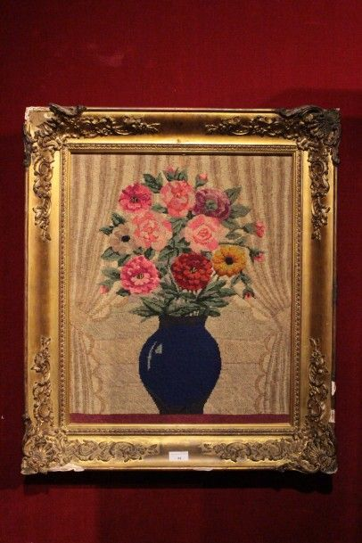 Tapisserie au point représentant un vase...