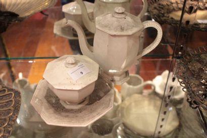 Partie de service à thé en faïence fine blanche,...