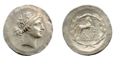 ÉOLIDE - CYMÉ (155-145) Tétradrachme d'argent...