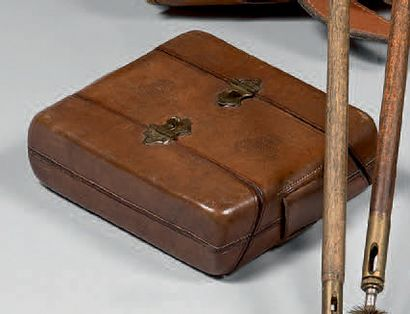 Cartouchière double en cuir. XIXe siècle...
