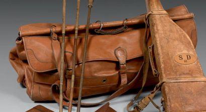 Grand sac de chasse, en cuir fauve, à deux...