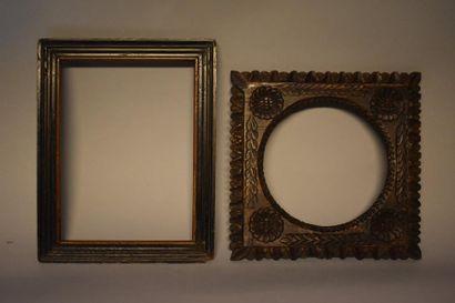 Deux cadres : Un modèle XVIIIe siècle, estampillé...