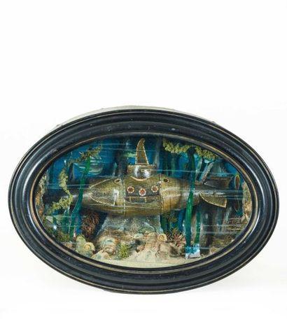 Diorama ovale représentant un sous-marin...