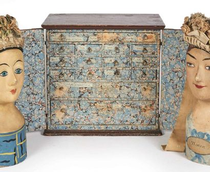 Petit cabinet à bijoux en bois relaqué brun,...