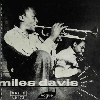 DAVIS Miles. Lot de 36 vinyles dont le Miles...